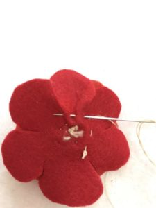 フェルトで花を作る作り方の手順画像