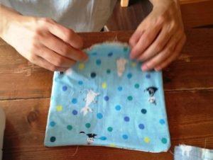 カシャカシャハンカチを手作りで作る作り方の手順画像