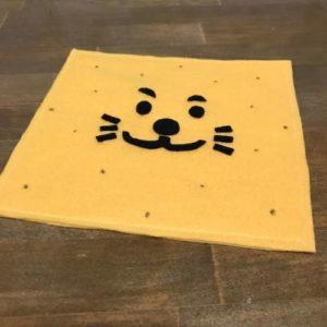 フェルトで知育玩具の紐通しを作る作り方の手順画像