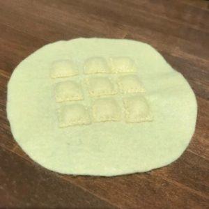 フェルトで惣菜パンを作る作り方の手順画像