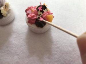 ペットボトルキャップで可愛いマグネットを作る作り方の手順画像