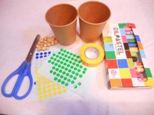 紙コップでマラカスを作る作り方の手順画像